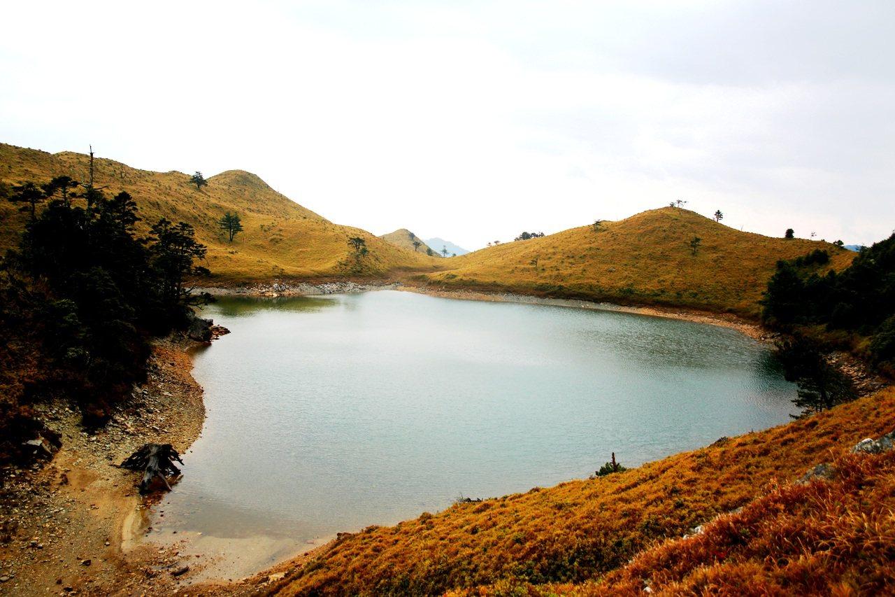 七彩湖是原民傳統領域,更是布農族的祖靈聖地。記者黑中亮/翻攝