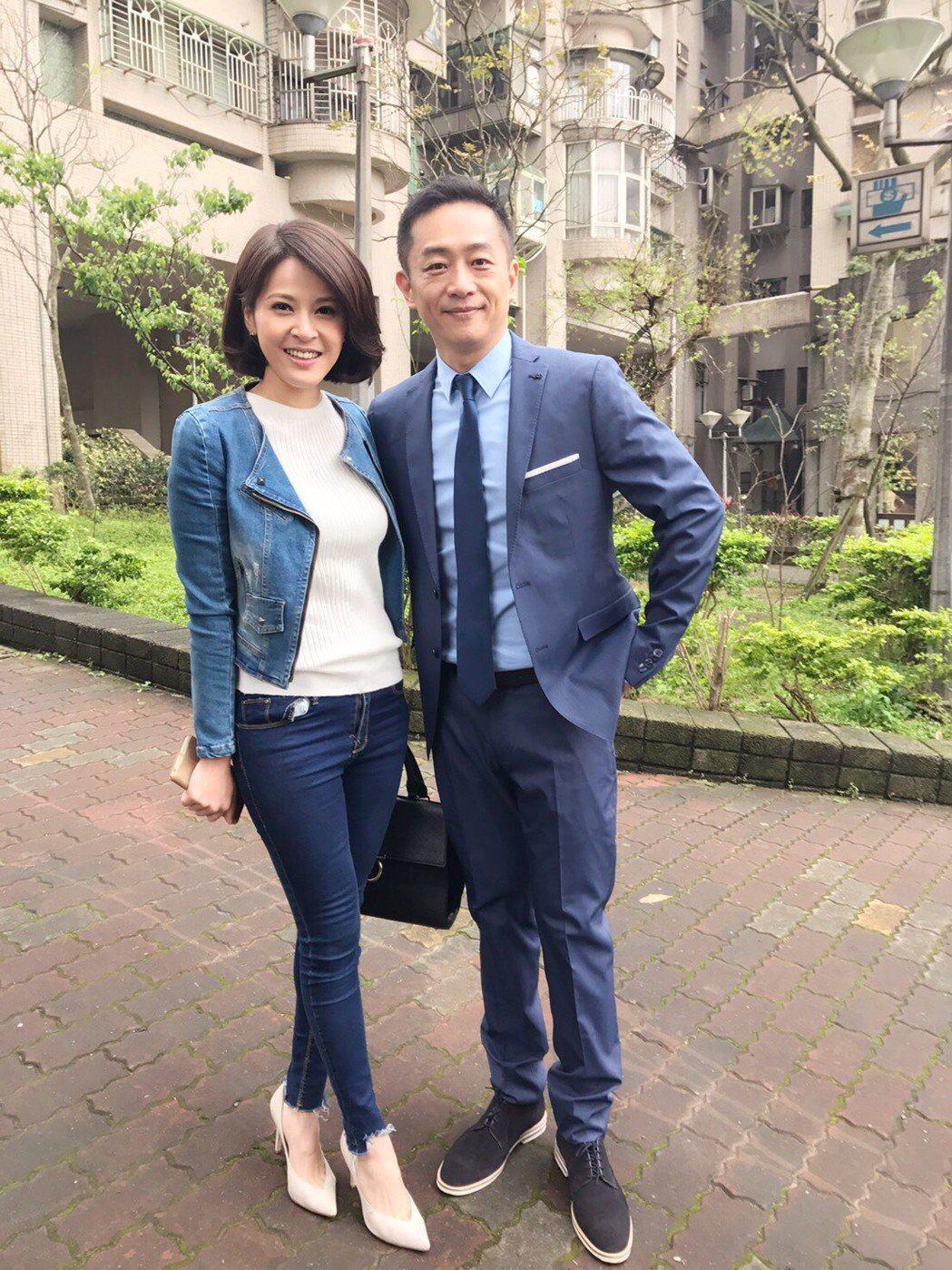 陳昭榮(右)助弱勢,捐2千公斤白米。圖/民視提供