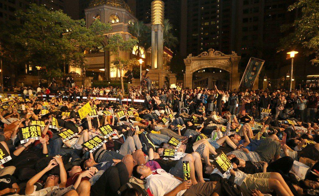 帝寶是全台灣知名度最高的豪宅,社運團體曾因不滿政府對高房價束手無策,在帝寶前進行...