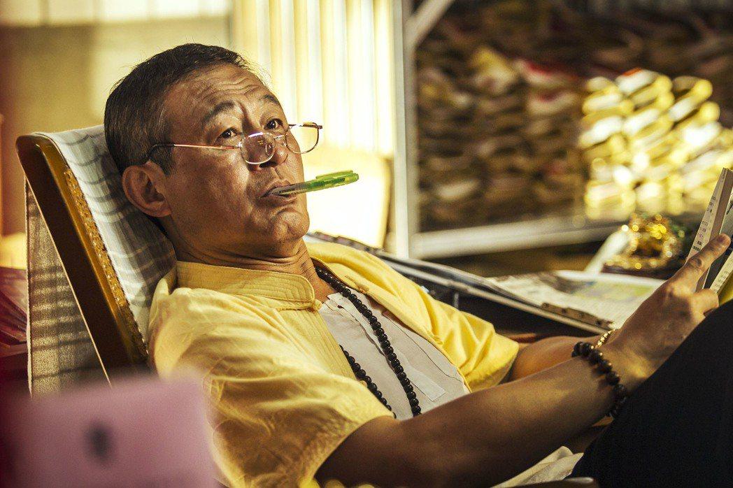 陳慕義在「通靈少女」中飾演掌控郭書瑤人生的「靈媒經紀人」。圖/HBO Asia提