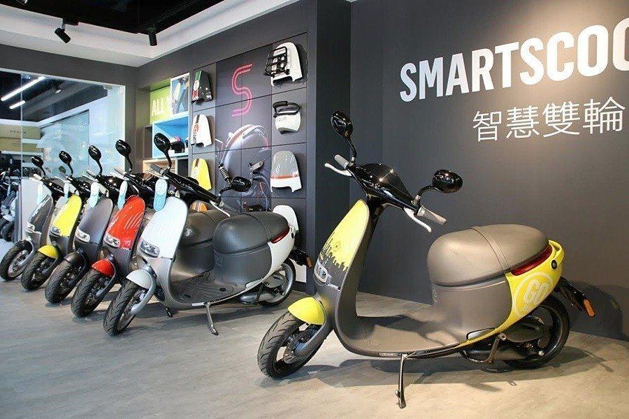 在2015年中上市以來,台灣電動機車銷售總數約36,000輛,其中有20,000輛就是Gogoro。 Gogoro提供