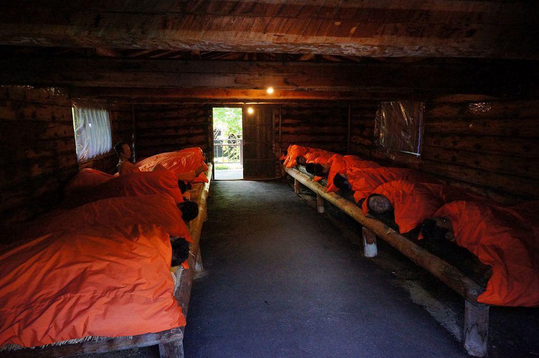 「章魚屋」的起源,原本是日本政府將囚犯投入北海道建設時所建。圖為網走監獄重現、猶...