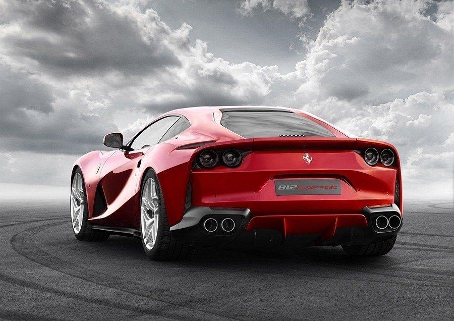 Ferrari 812 Superfast可達800匹最大馬力輸出,0-100 km/h加速僅2.9秒,極速為340 Km/h。 摘自Ferrari