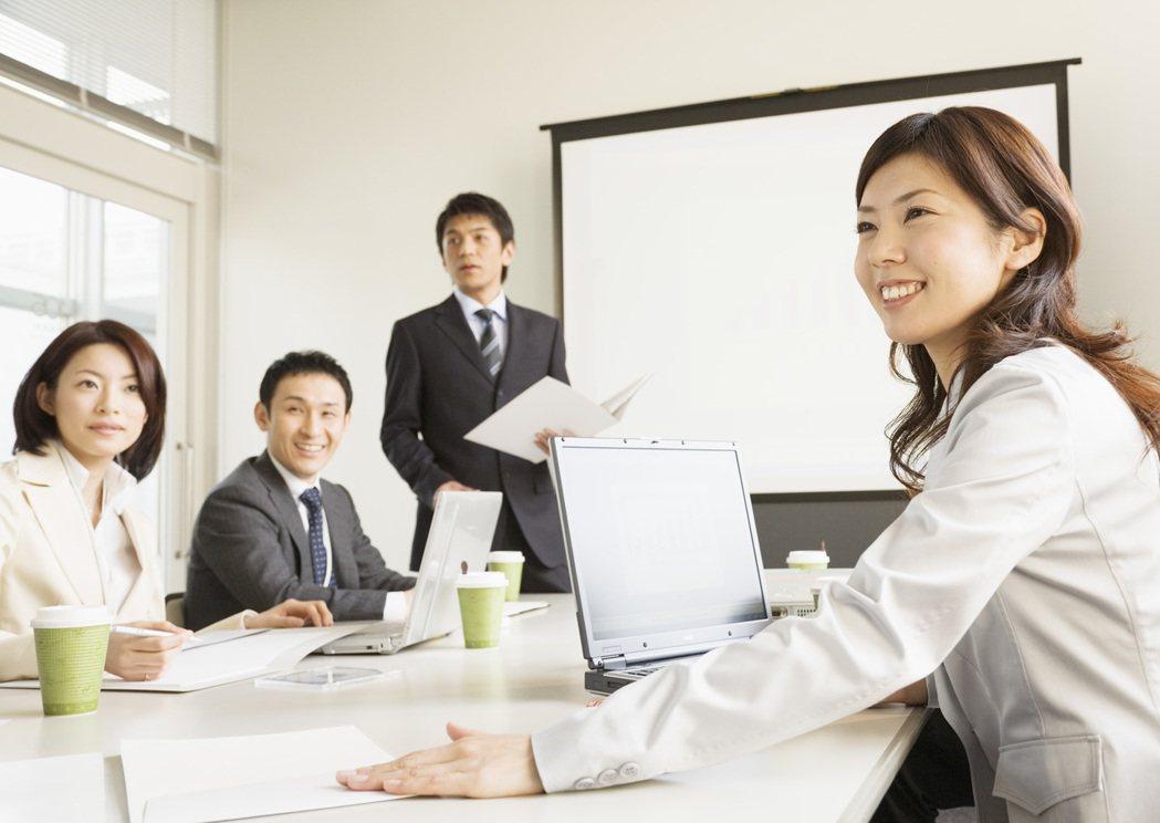 106年度小型企業人力提升計畫彙特別對於「五加二創新產業」,以及符合「新南向政策...