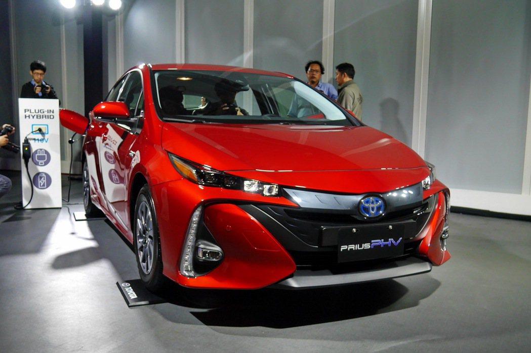 新增首次導入的魔力紅車款。 記者陳威任/攝影
