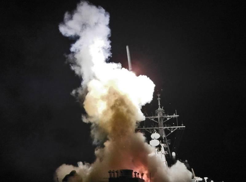 美軍發射戰斧飛彈檔案照片。(圖取自美國海軍)