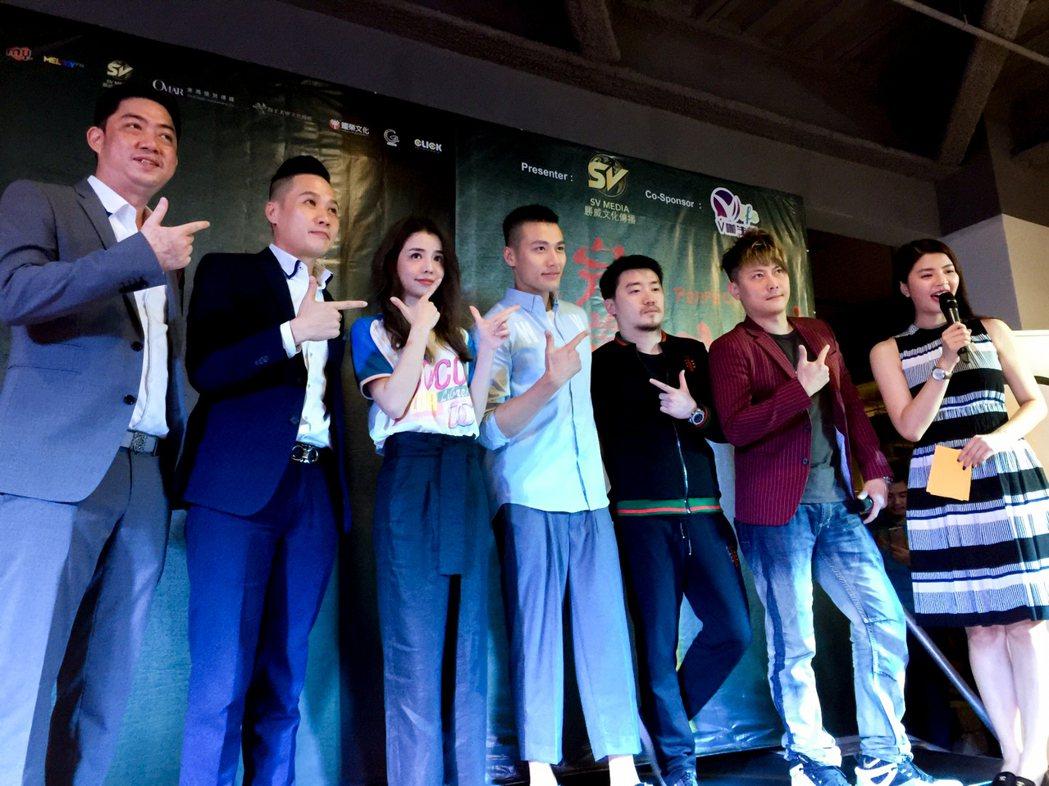 李毓芬(左三)、張睿家(左四)出席「最完美的女孩」首映會。圖/海王天璽提供