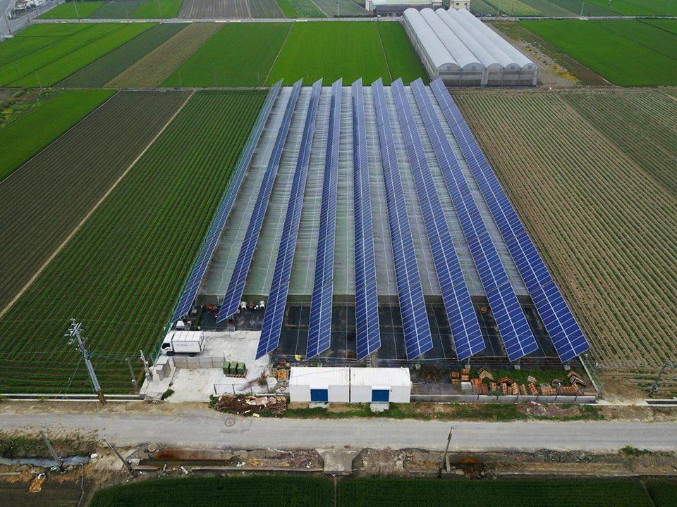 農地上違法光電設施已經成為台灣農地上的大災難。不少光電業者違規把太陽能板「種」在...