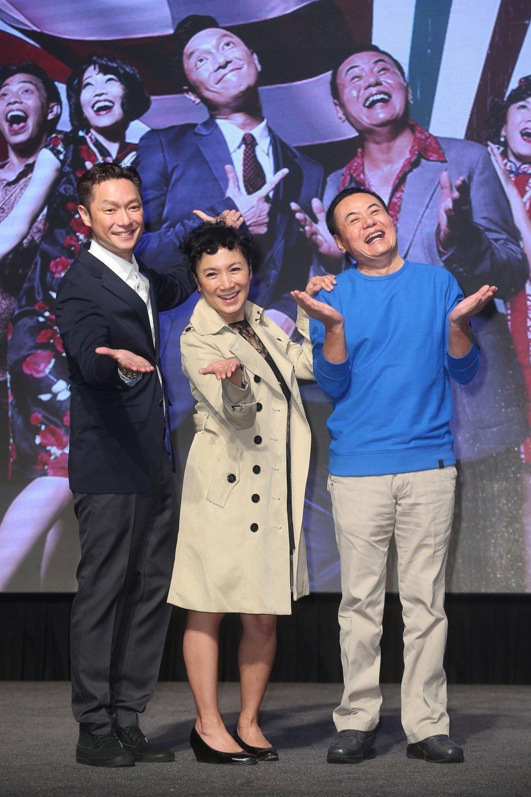 謝祖武(左起)演出「閱讀時光II-玫瑰玫瑰我愛你」,與同戲謝麗金、蔡振南出席首映...