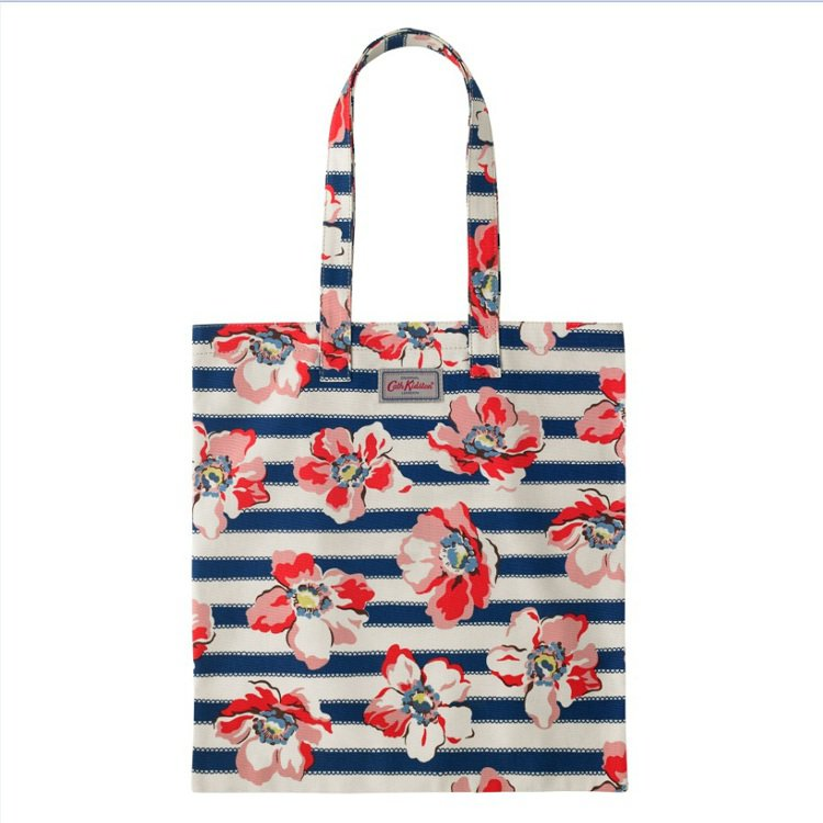銀蓮花印花提袋,1,180元。圖/Cath Kidston提供
