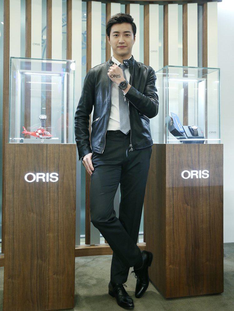 ORIS飛行腕錶上市記者會,桌球好手江宏傑展示新錶。圖/記者楊萬雲攝影