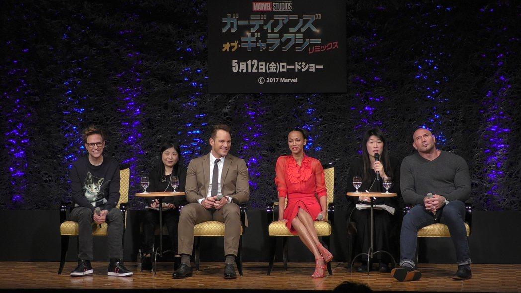 詹姆斯岡恩(左起)、克里斯普萊特、柔伊莎達娜與戴夫巴蒂斯塔出席「星際異攻隊2」東...