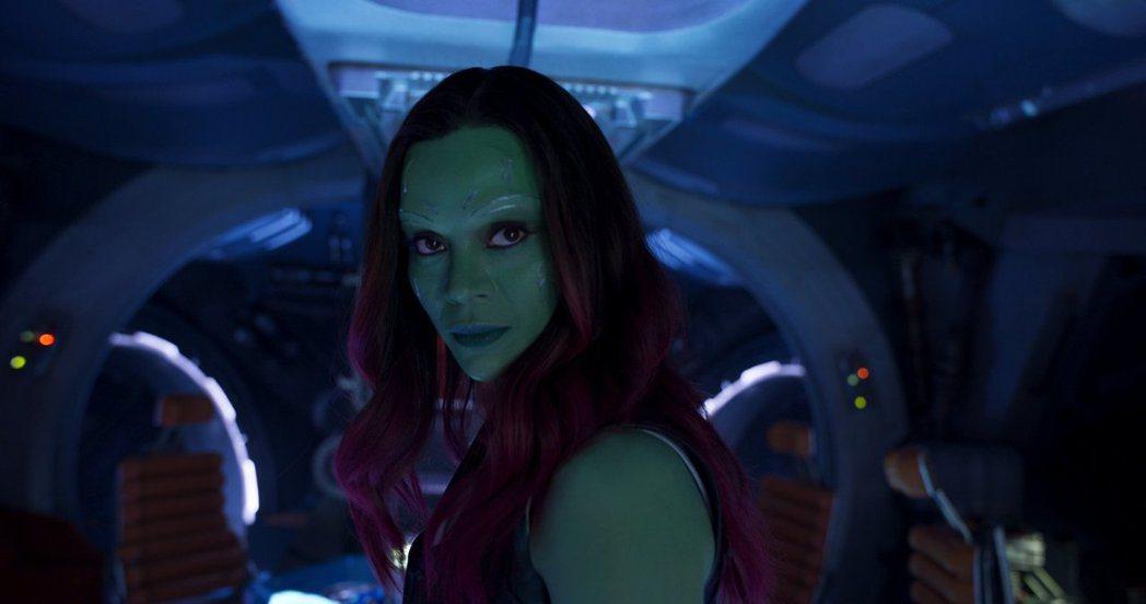 柔伊莎達娜全身皮膚塗綠,每次都要4個小時。圖/摘自imdb