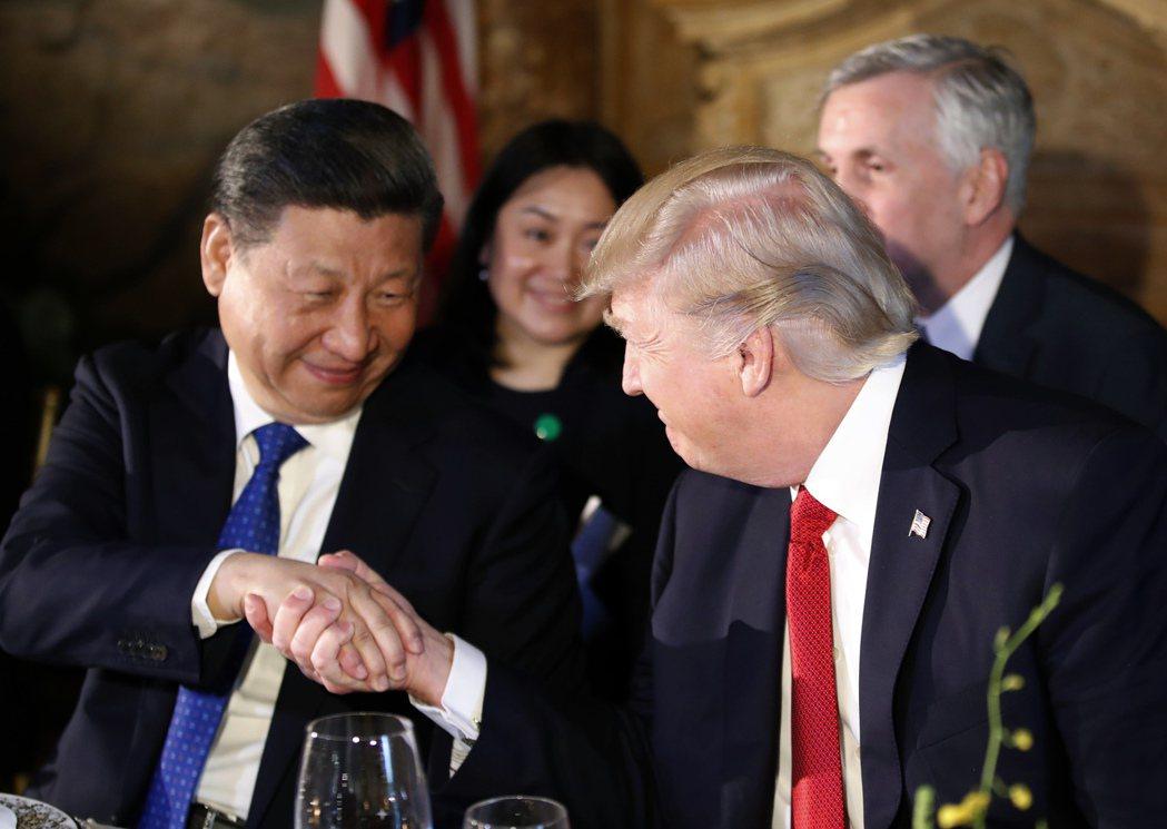 華爾街日報12日分析,從川習會及中美兩國領導人熱線顯示,川普和習近平關係由緊張轉...