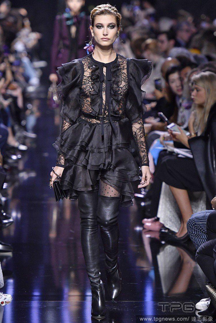 海莉鮑溫2016年登上多家品牌服裝秀。圖為Elie Saab 2017秋冬系列。...