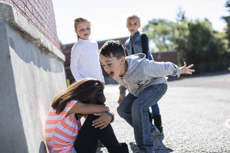 攤開校園霸凌者的故事,多會發現他們的「受害者」身分。當他們出現霸凌行為時,不必急...