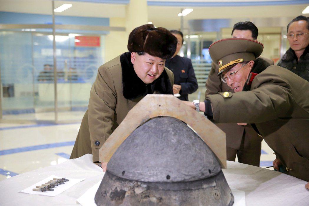 尋求以核武自保的金正恩,為了舒緩國際制裁的壓力,必須盡可能尋找突破口;而外界尋求...