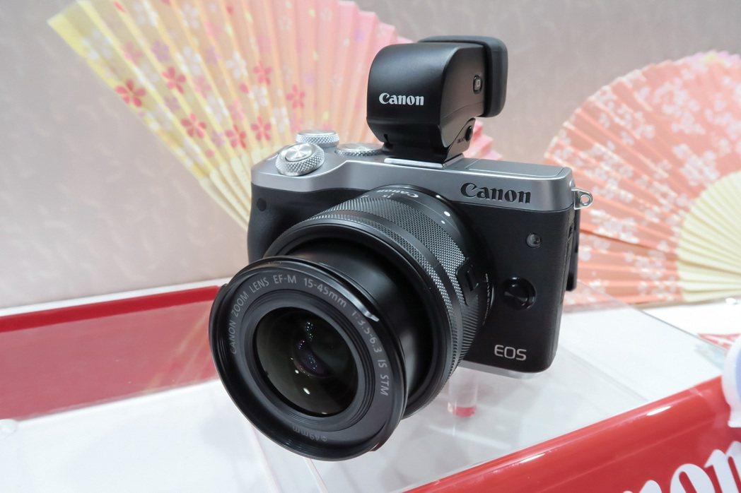Canon另推出EVF-DC2 外接式超高解析度電子觀景器(黑/銀)外,即日起至...