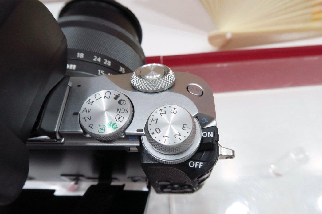 EOS M6將單眼介面一併導入,讓操作上更為直覺。  彭子豪/攝影