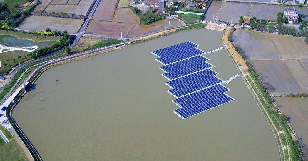 空拍位於桃園農博會展區內的光電埤塘,採用法國Ciel & Terre (C&T)...