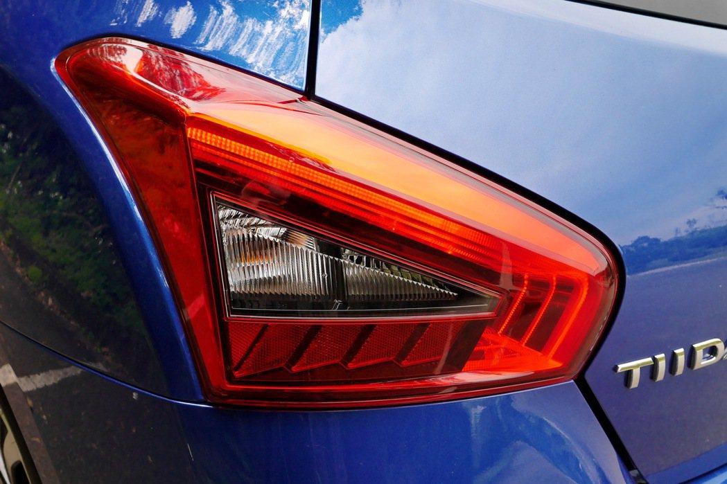 車尾提供全漸層導光式尾燈。 記者陳威任/攝影