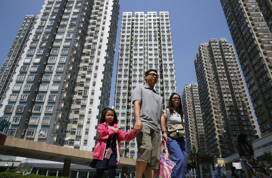 香港房價所得比在全球數一數二,購屋負擔沉重。 (美聯社)