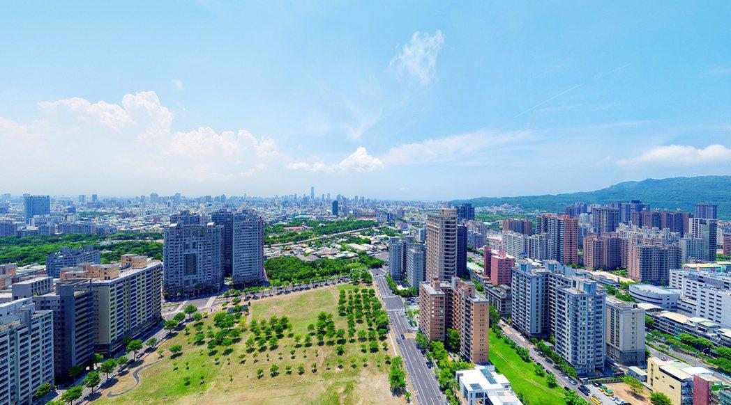 坐北朝南的「雄崗信義美術館」,從自家往外眺望,就是這景緻。 圖片提供/雄崗建設