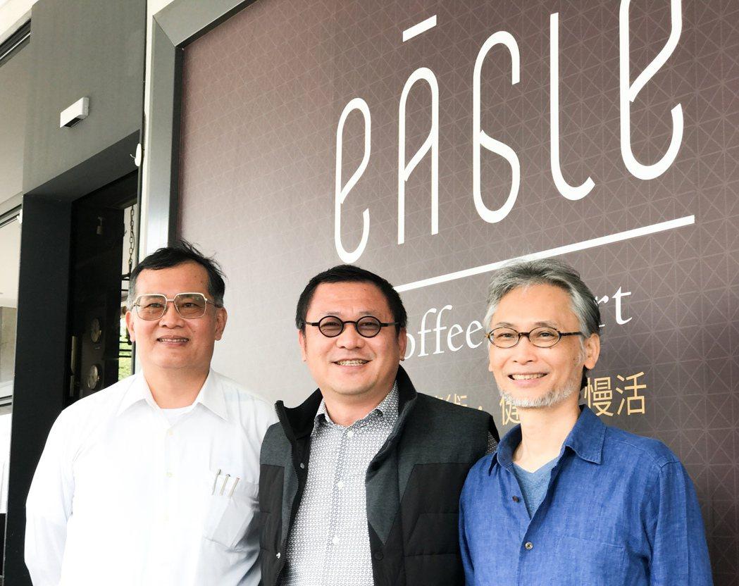 林清吉董事長(中)非常尊重專業,並且充份信任。左為結構技師黃武龍,右為施邦興建築...