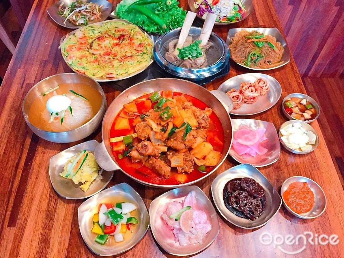 ▲無限量供應的韓式小菜選擇超多,是吃燒肉的解膩絕配!