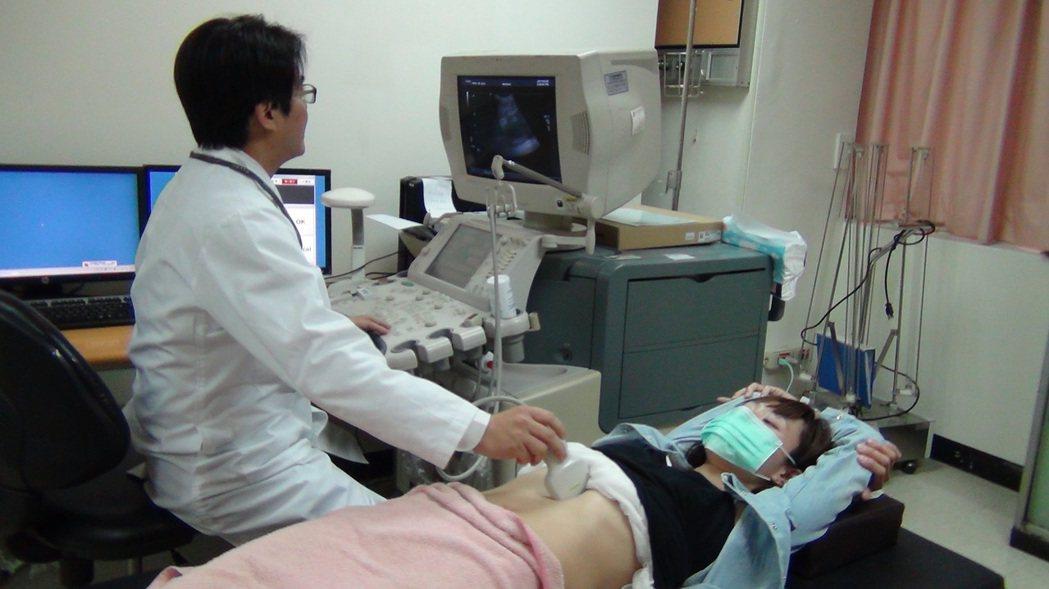 醫師籲:C肝移植病患 納口服新藥給付。高醫大/提供