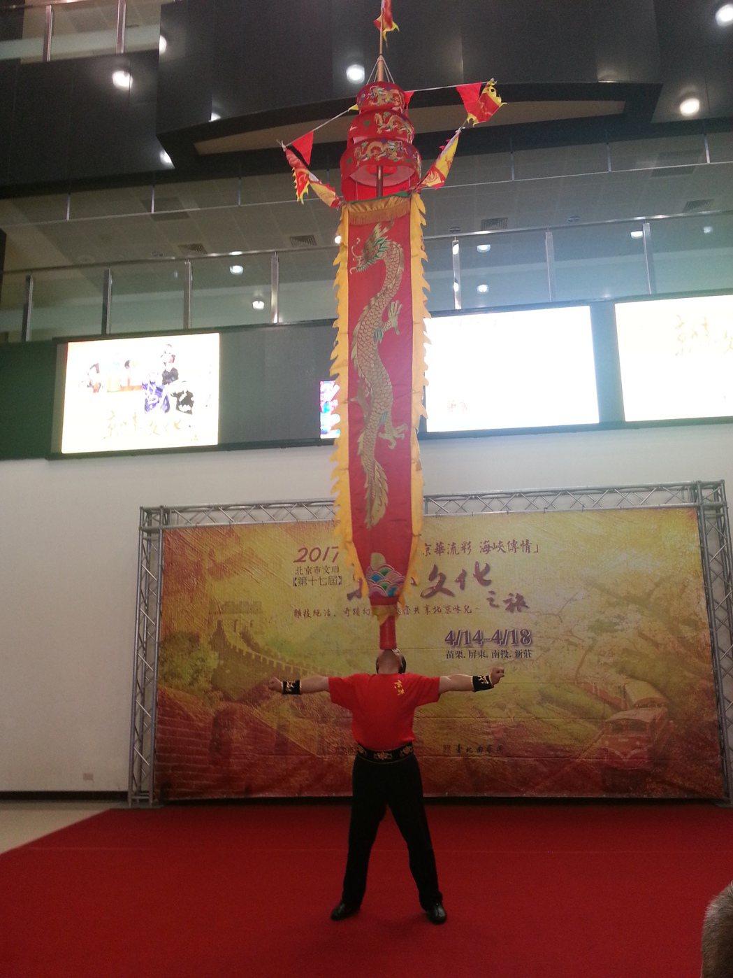 大陸北京市「京味文化之旅」14日起在苗栗等4縣市巡演,安排舞中幡等傳統雜技表演。...