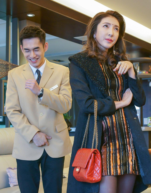 楊謹華(右)不計形象客串「酸甜之味」,讓張書豪(左)笑翻。圖/TVBS提供