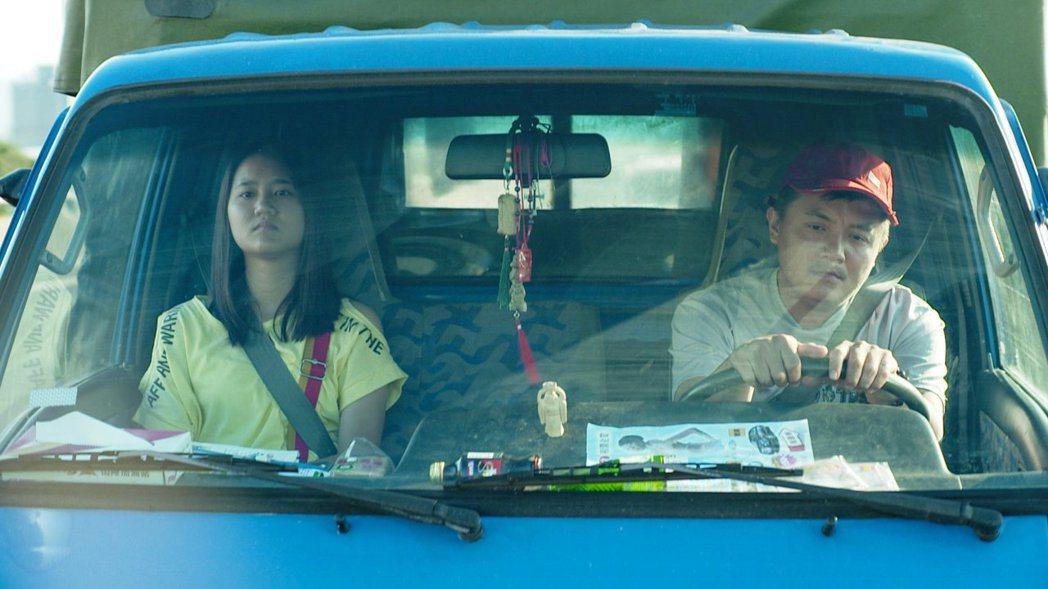 高盟傑(右)、林潘妮主演的公視學生劇展「迎向邊疆公路」入圍坎城影展正式競賽單元。...