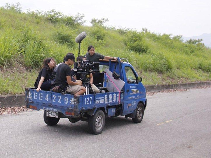 「迎向邊疆公路」車拍過程不易。圖/公視提供