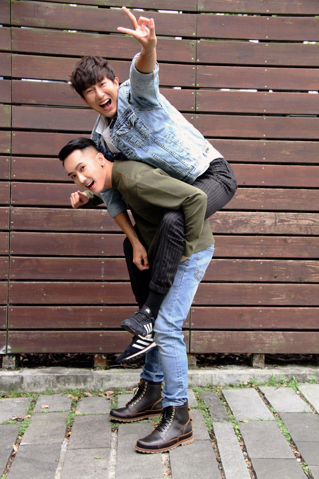 劉雨凱(左)和邱昊奇目前是同家經紀公司的藝人。圖/達騰娛樂提供