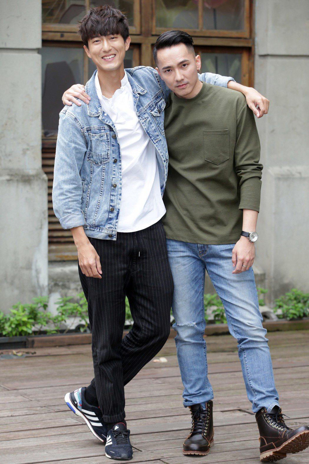 邱昊奇(左)與劉雨凱簽下新經紀,演藝圈再出發。記者陳瑞源/攝影