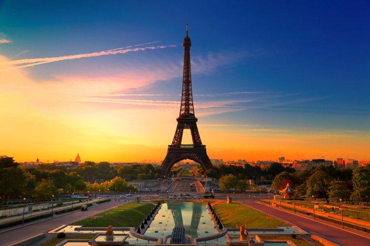 法國巴黎感受愛情之都的浪漫婚禮。圖/Booking com繽客提供