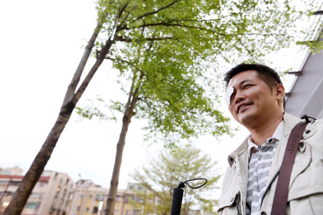 年僅41歲的高先生是全台第一位接受人工電子眼移植的案例。記者胡經周/攝影