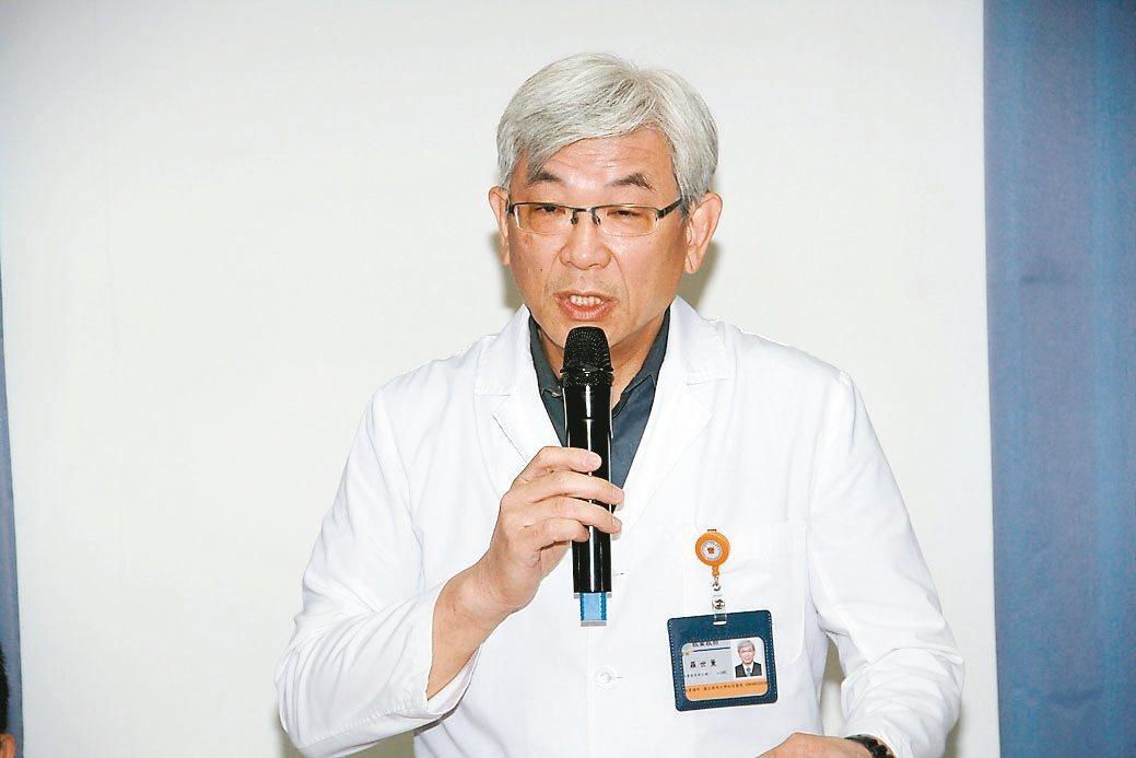陽大醫院成功為患者換腎,院長羅世薰說,患者撒泡尿再也不是奢侈。 記者羅建旺/攝影