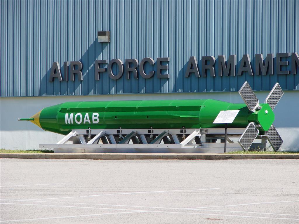 有「炸彈之母」之稱的美國最大非核武炸彈「大型空爆炸彈」(massive ordn...