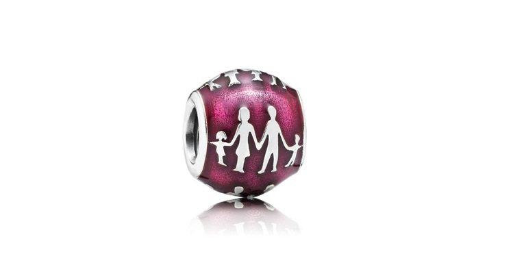 陳佩佩挑選的925銀琺瑯桃紅甜蜜的家庭串飾,2,180元。圖/PANDORA提供
