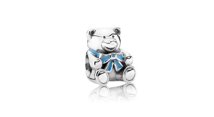 沛莉挑選的925銀琺瑯藍色小熊串飾,1,680元。圖/PANDORA提供
