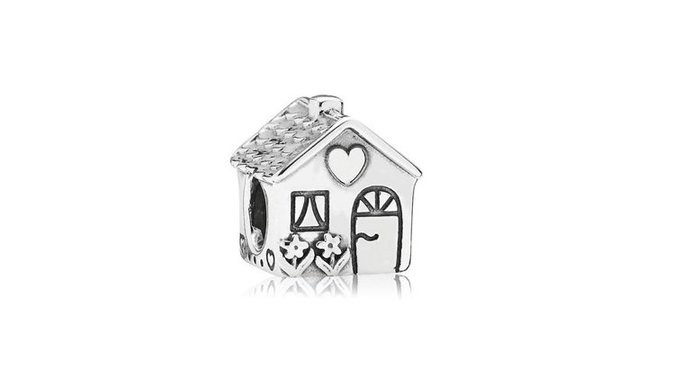 伊萊媽挑選的925銀甜蜜的家串飾,1,680元。圖/PANDORA提供