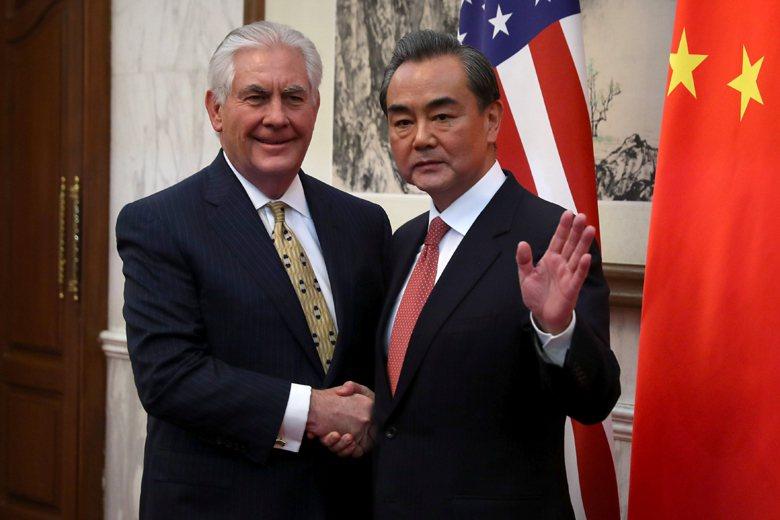 蒂勒森訪問中國時,對習近平與外長王毅複述習近平2012年上任以來,針對中美關係提...