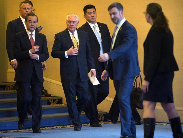 川普本人並未表態,而蒂勒森是否在內閣權力核心遭邊緣化的傳言,也削弱他在對華政策的...