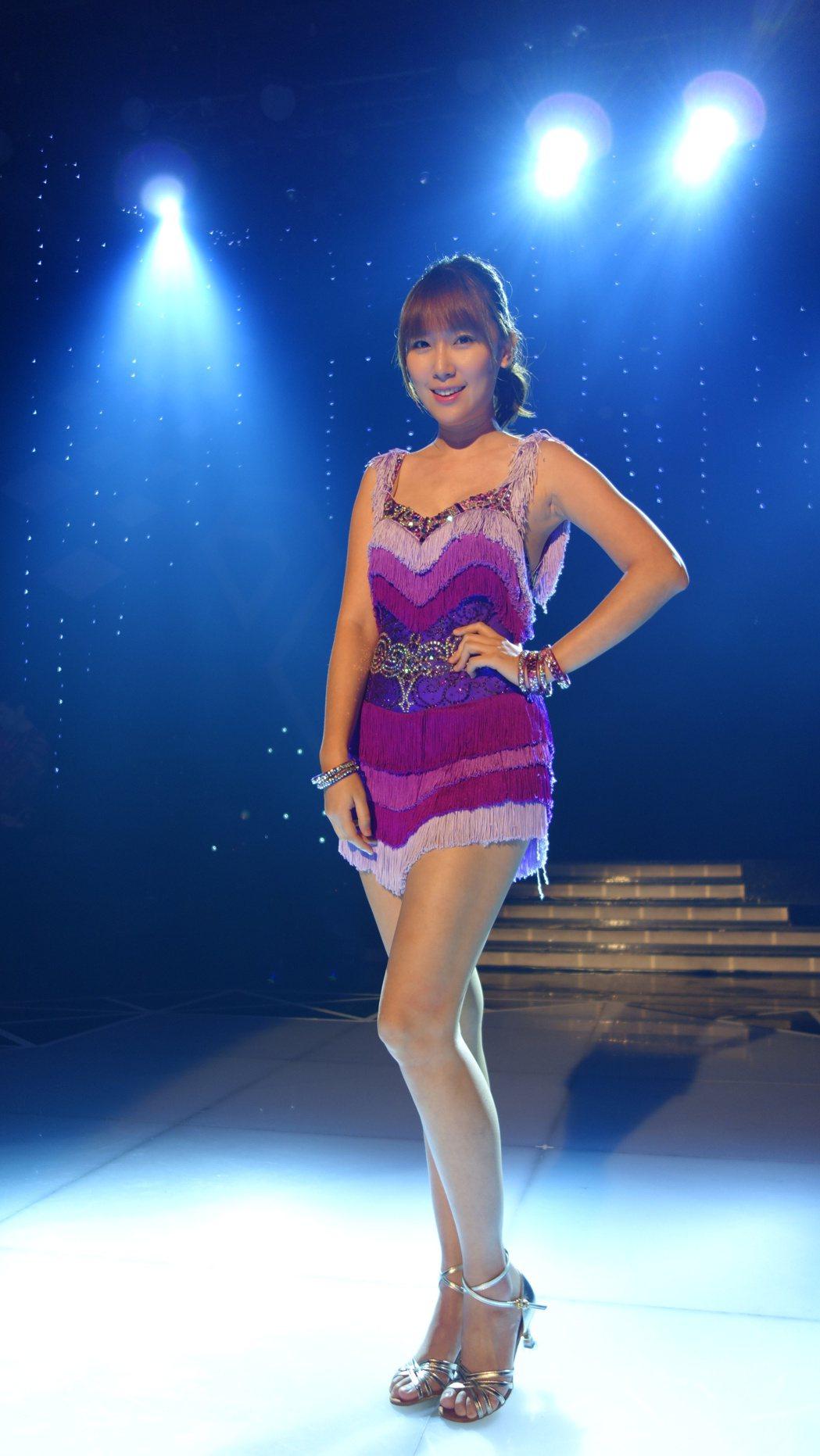 李懿賽舞把平時包住的好身材秀出來。圖/民視提供