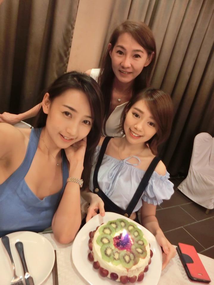 林明禎(右起)、媽媽和姊姊。圖/摘自臉書