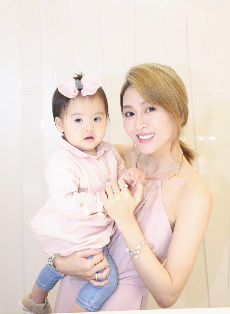 陳佩佩與女兒Hello。圖/PANDORA提供