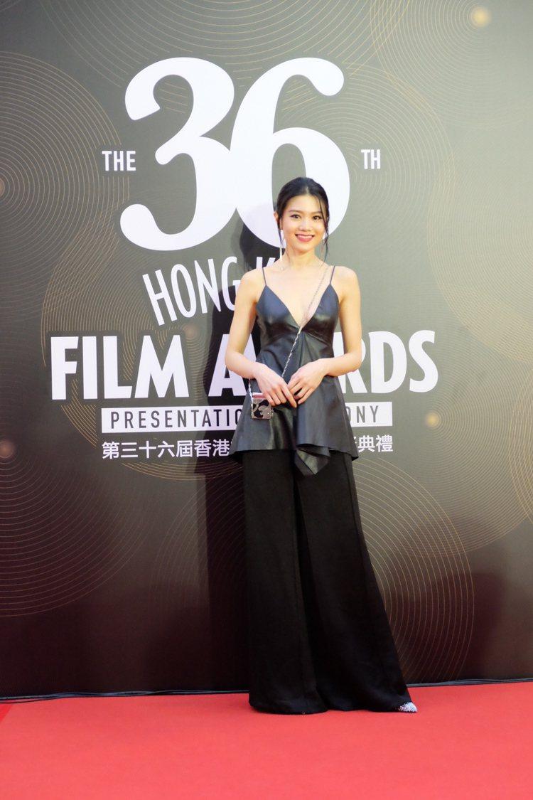 女星周秀娜在日前舉行的香港電影金像獎頒獎典禮中,穿上VALENTINO春夏黑色皮...