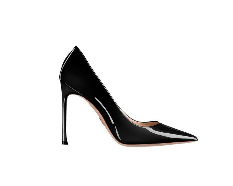 Dioressence 2017春夏黑色亮面小牛皮與鞋底鑲綴幸運星星高跟鞋。圖/...